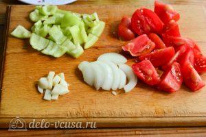 Салат Десяточка с баклажанами на зиму: Нарезать овощи