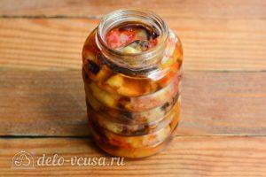Салат Десяточка с баклажанами на зиму: Разложить салат по банкам