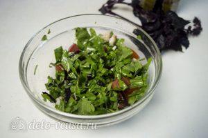 Салат из рукколы с креветками: Перемешать и охладить