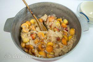 Варенье из груш с абрикосами: Добавить абрикосы с сахаром