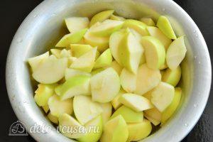 Варенье из яблок на зиму: Нарежьте яблоки
