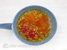 Классический рецепт бефстроганов:Добавить томатную пасту и воду