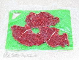 Бефстроганов с грибами: Отбить мясо