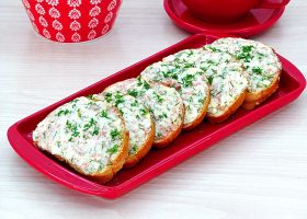 Горячие бутерброды с колбасой и яйцом