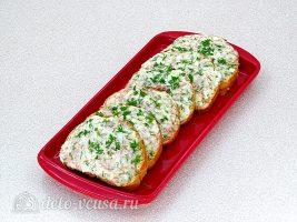Горячие бутерброды с колбасой и яйцом готовы