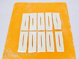 Пышный хворост на кефире: Раскатать и разрезать тесто