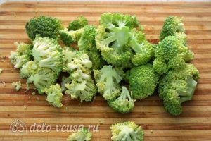 Киш с курицей и брокколи: Отварить брокколи