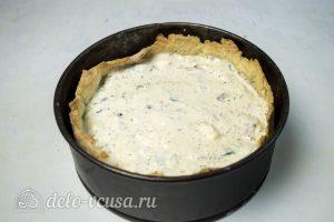 Киш с курицей и сыром: Выложить заливку