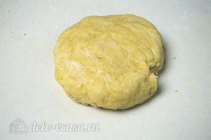 Киш с курицей и сыром: Замесить тесто