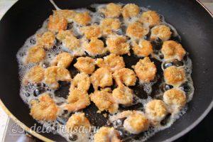 Креветки в панировке с соусом Айоли: Обжарить креветки