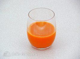Напиток из яблок и моркови: Выжать сок из моркови