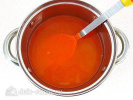 Напиток из яблок и моркови: Смешать яблоки и морковь