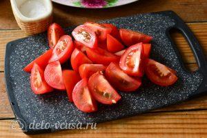 Помидоры по-корейски за сутки: Нарежьте помидоры