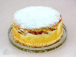 Пышная шарлотка с яблоками: Посыпать сахарной пудрой