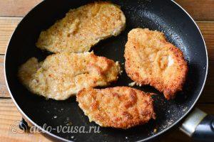 Шницель из курицы: Обжарить мясо