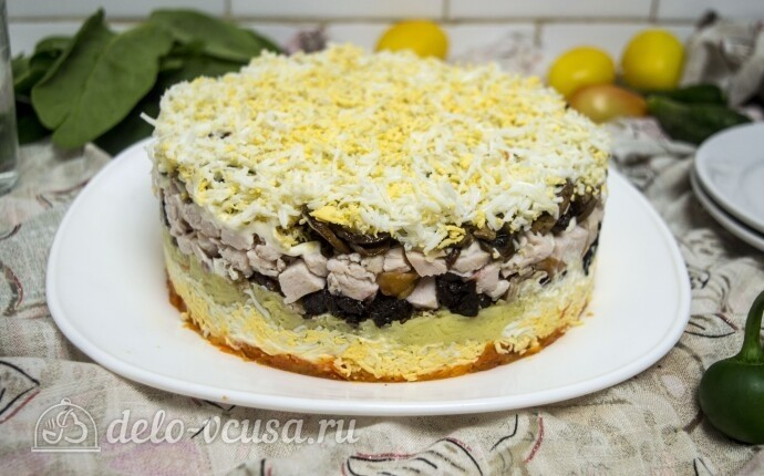 Закусочный салат-торт с курицей
