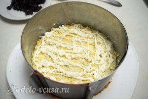 Закусочный торт с курицей: Натереть яйцо