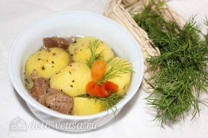 Тушеная баранина с картофелем готова