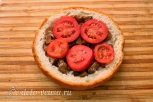 Быстрая пицца на Хэллоуин: Добавить помидоры