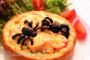 Быстрая пицца на Хэллоуин: Сформировать пауков из маслин