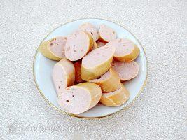 Быстрое лобио из белой фасоли с сосисками: Нарезать сосиски