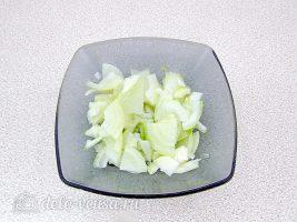 Быстрое лобио из белой фасоли с сосисками: Нарезать лук
