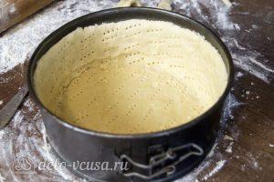 Чизкейк с маскарпоне и творогом: Наколоть тесто