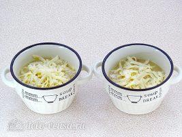 Классический французский луковый суп: Разлить суп по чашкам