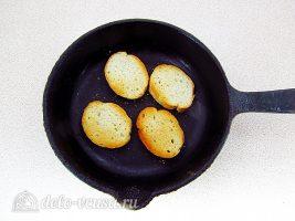Классический французский луковый суп: Подсушить батон