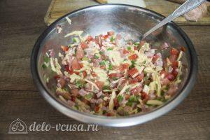 Горячие бутерброды с колбасой, сыром и болгарским перцем: Соединить ингредиенты