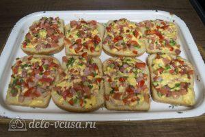 Горячие бутерброды с колбасой, сыром и болгарским перцем готовы