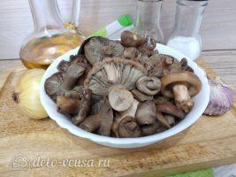 Жареные грибы с чесноком: Ингредиенты
