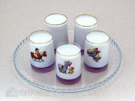 Домашний йогурт в мультиварке: Разлить молоко по емкостям