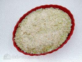 Запеченная белокочанная капуста с сыром: Посыпать сухарями