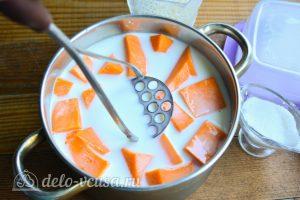 Рисовая каша с тыквой на молоке: Размять тыкву