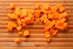 Суп-пюре из тыквы с чечевицей: Порезать тыкву