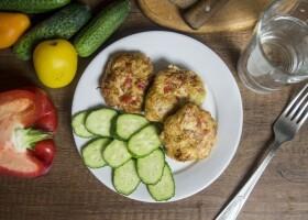Куриные котлеты с овощами и сыром
