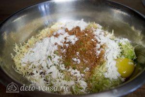 Куриные котлеты с овощами и сыром: Замесить фарш