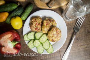 Куриные котлеты с овощами и сыром готовы