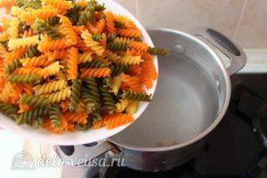 Паста с семгой в сливочном соусе: Отварить макароны