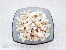 Салат Дамский каприз с ананасом и курицей: Нарезать филе