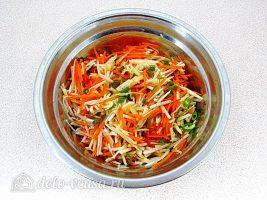 Салат из топинамбура с морковью и яблоком: Заправить маслом