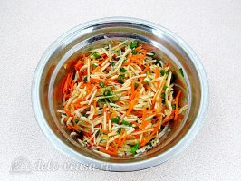 Салат из топинамбура с морковью и яблоком: Перемешать салат
