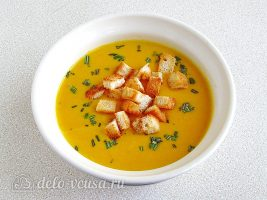 Тыквенный суп-пюре с плавленным сыром и сухариками готов