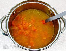 Тыквенный суп-пюре с плавленным сыром и сухариками: Смешать бульон с овощами