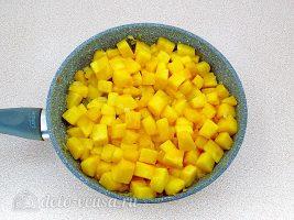 Тыквенный суп-пюре со сливками: Обжарить тыкву
