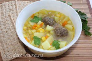 Суп с кукурузой и фрикадельками готов