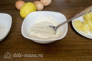 Творожная запеканка с ананасами: Смешать манку с йогуртом