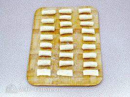 Творожно-сырные палочки во фритюре: Сформировать палочки
