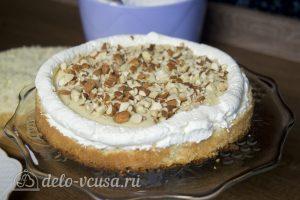 Белый шоколадно-кокосовый торт: Выложить миндаль